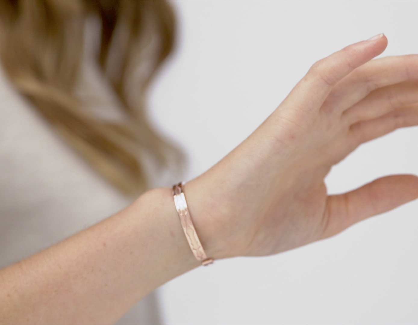 Video of The Outer Wave Bracelet in Rose Gold on a female thumbnail