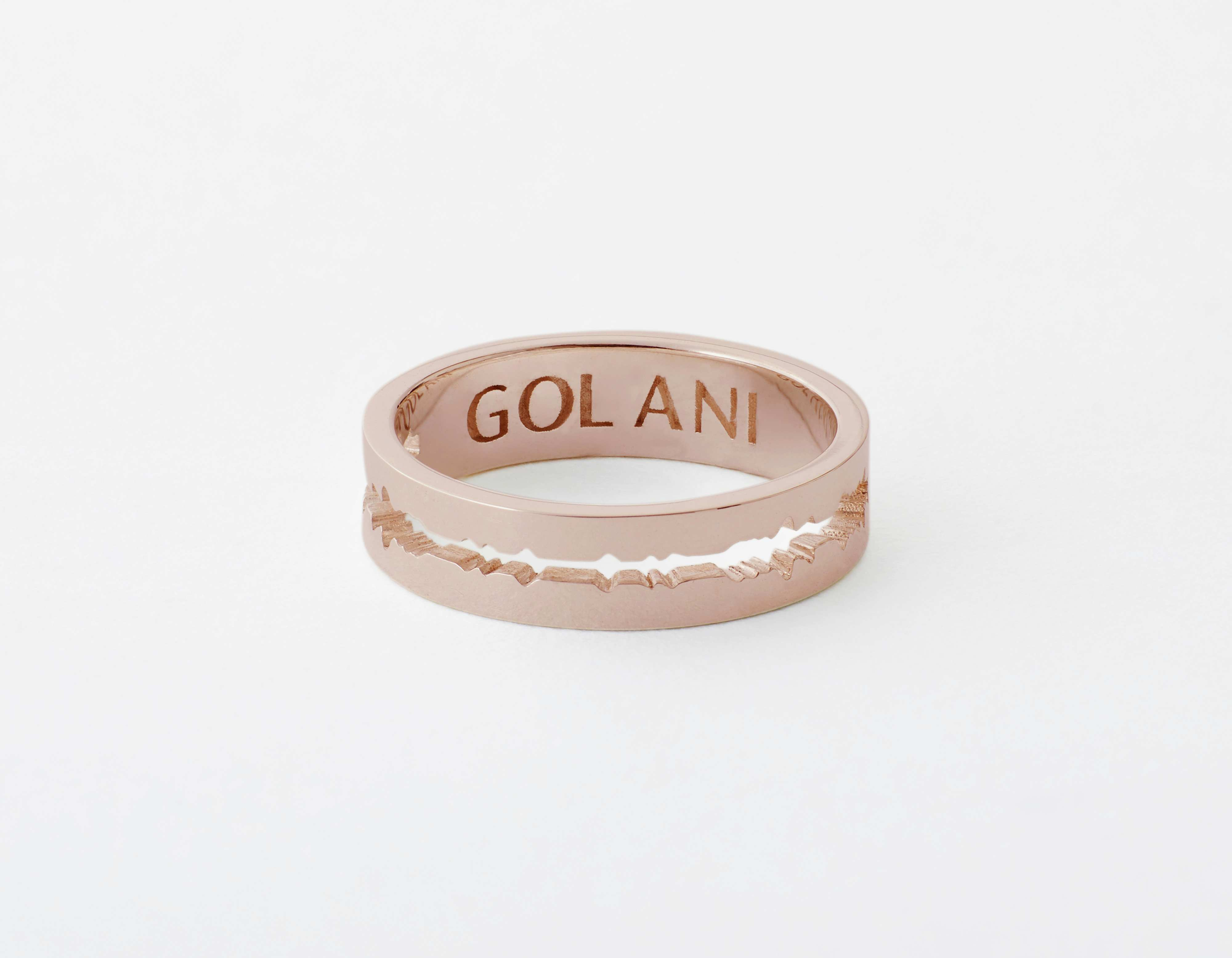 The Cut Wave Ring placed horizontal in Rose Gold