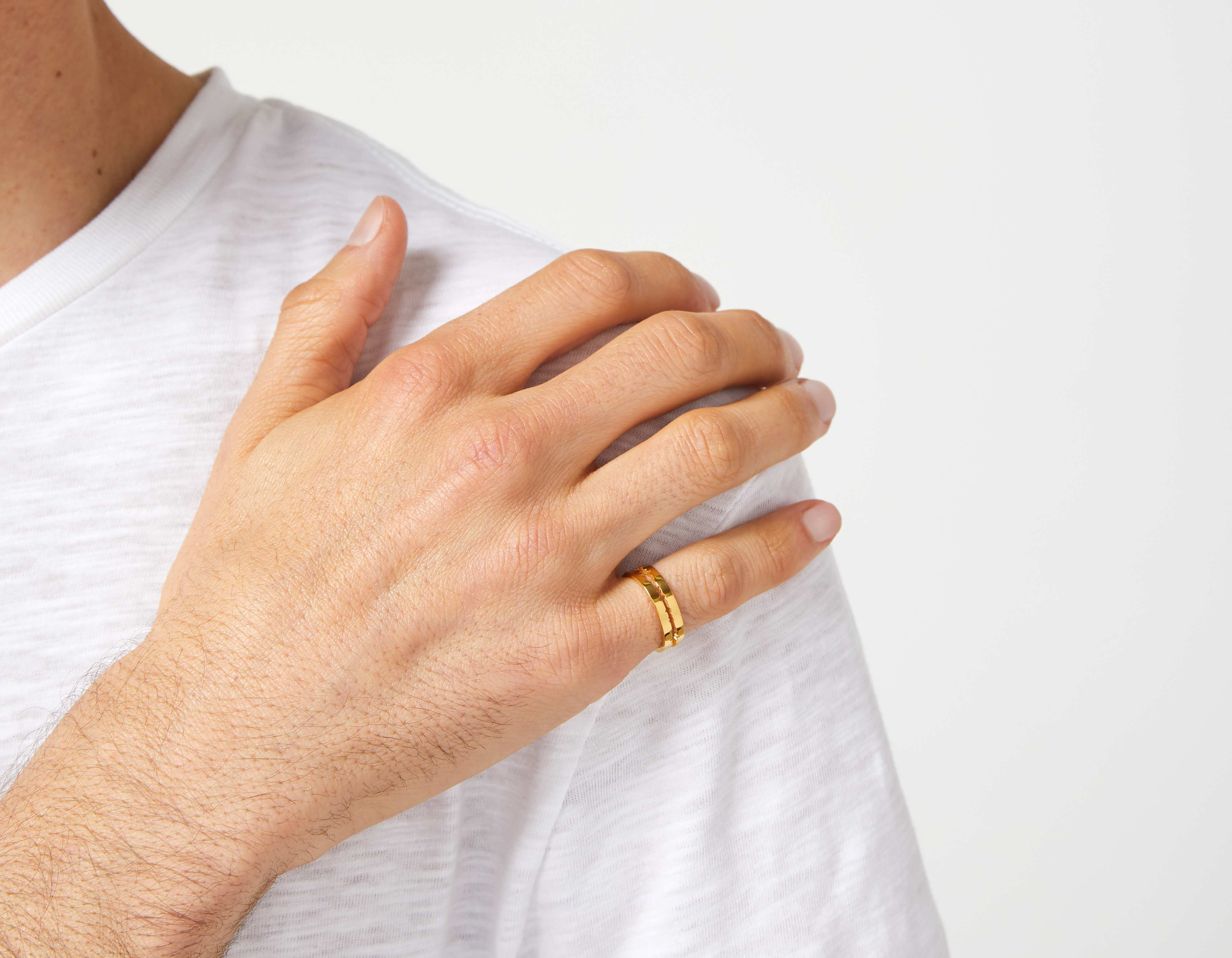 The Cut Wave Ring in 18-Karat Gold on a male