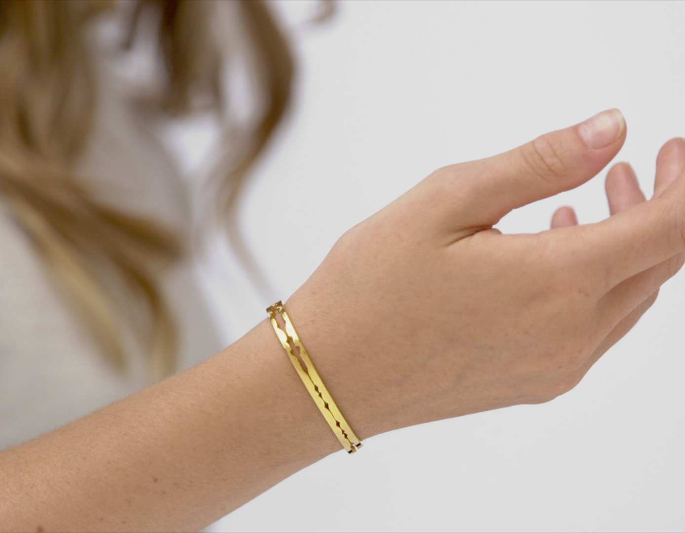 Video of The Cut Wave Bracelet in 18-Karat Gold on a female thumbnail