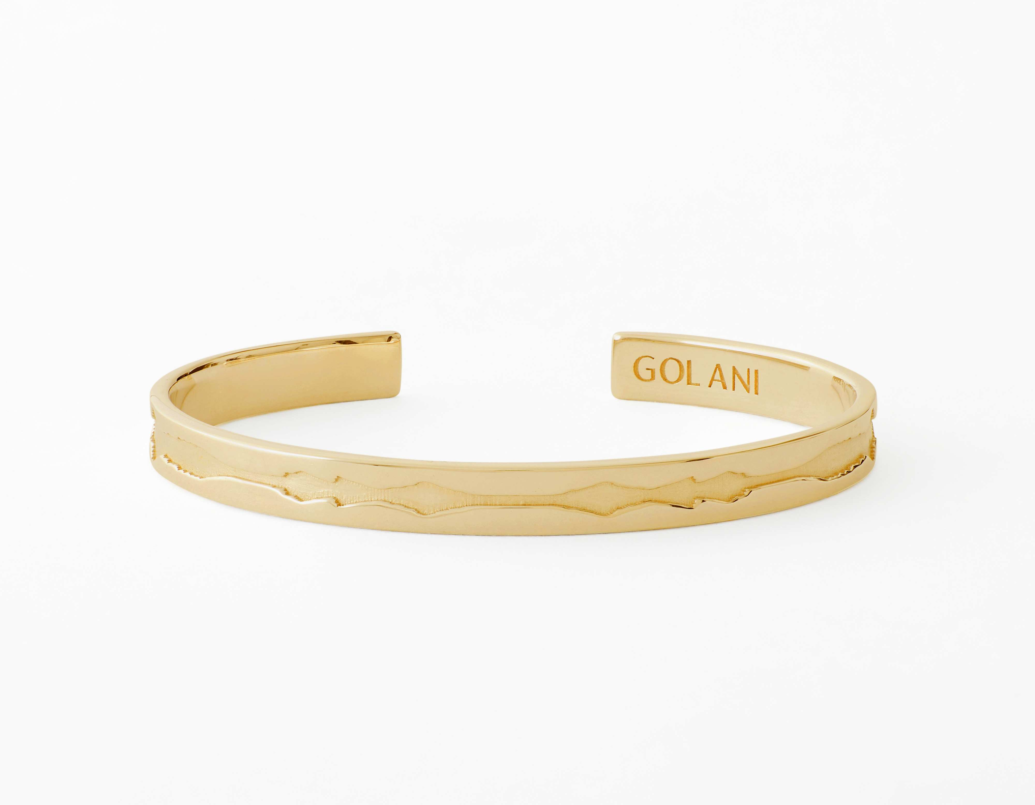 The Outer Wave Bracelet placed horizontal in 18-Karat Gold